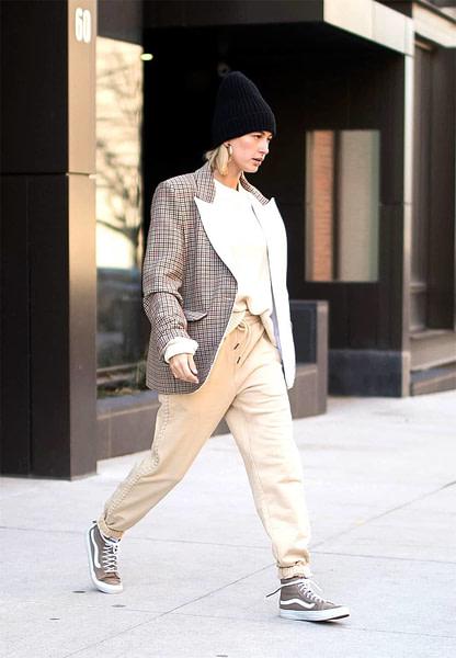 hailey baldwin style - cargo pants